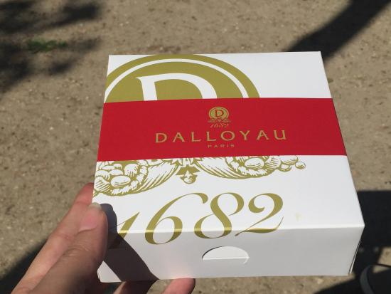 Dalloyau: A lovely little place with all kind of delicacies from famous French patisserie to salés, foie g