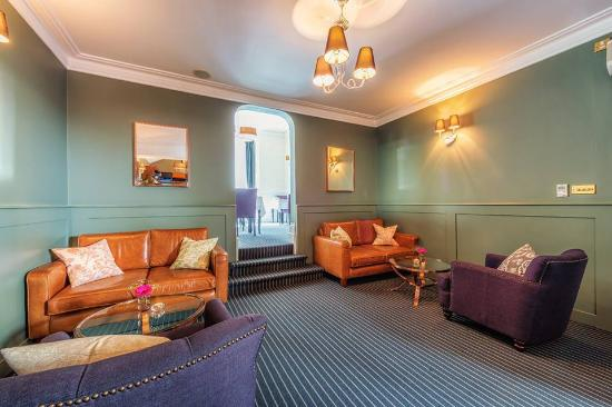 The Clarence Hotel: LOUNGE