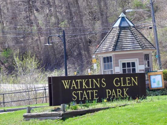 Watkins Glen State Park: Lower end entrance.