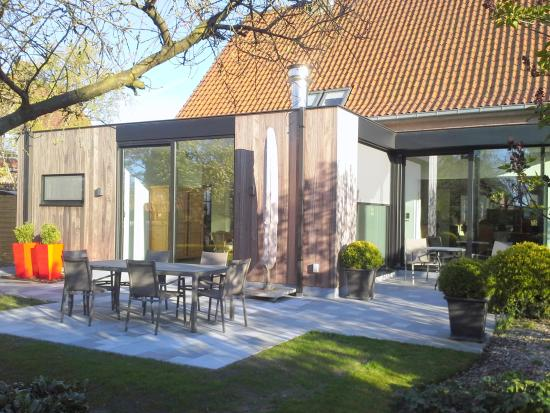 Яббеке, Бельгия: Summertime. Breakfast in the garden.