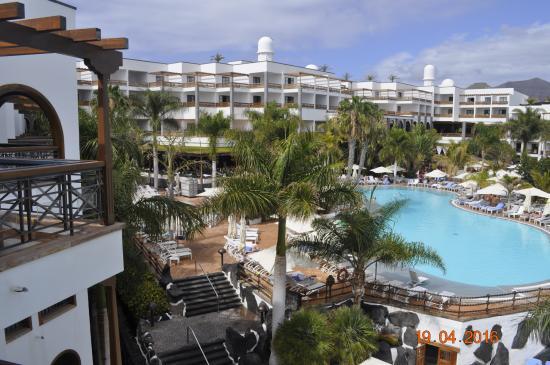 Princesa Yaiza Suite Hotel Resort: Widok z pokoju A 431 na część B i C.