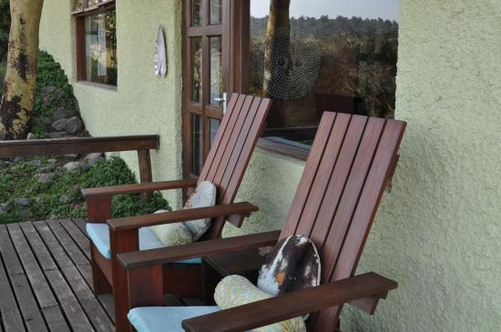 Hatari Lodge: Terrasse vor dem Zimmer mit Tierbeobachtungsmöglichkeit