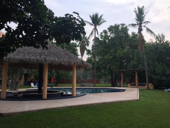 Tehuantepec, Mexiko: Pool and Grounds