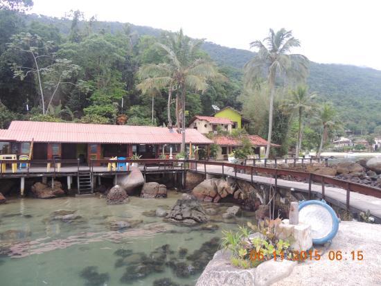 Che Lagarto Suítes Ilha Grande: Parte do Bar em frente a praia.