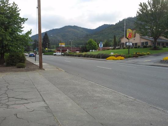 Grants Pass, OR: NE &th Street