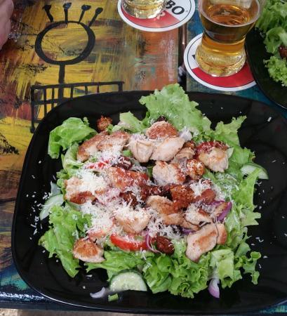 Zus & Zo Grand Café : Grilled chicken salad