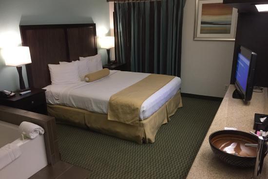 Lake Forest, Kalifornia: Best Western Irvine Spectrum King Suite Bedroom