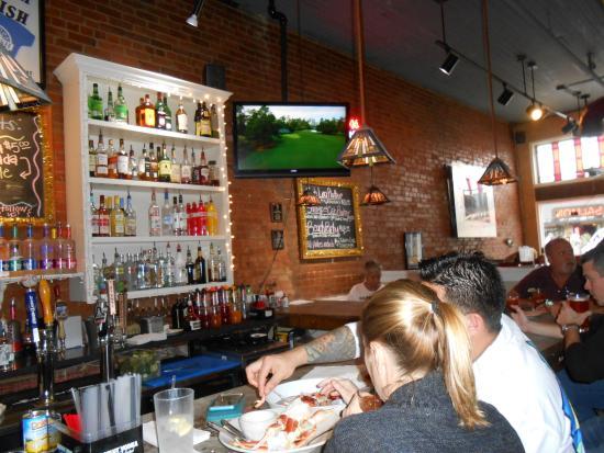 Big Fish Seafood Grill & Bar: Excellent bar!