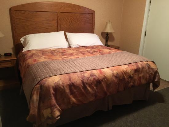 Norfolk, NE: Queen Suite