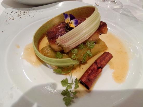 Mothern, Frankrijk: Foie gras poêlé sur rhubarbe à la cannelle