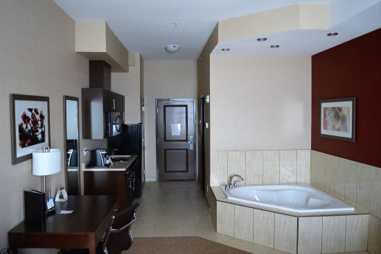 Best Western Plus Kindersley Hotel: King Jacuzzi Suite