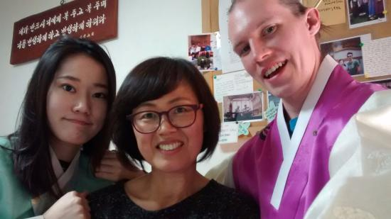 Moon Guesthouse : KyungAh, Eui Sook Yoon, and Jon Deatrick after the kimchi ceremony.