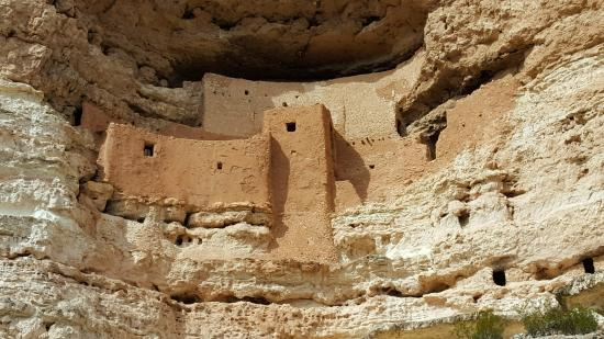Montezuma Castle National Monument: Cliff dwelling at Montezuma National Monument in Arizona