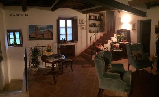 Salottino comune (hall) - Picture of Soggiorno Taverna Celsa ...