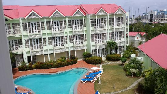 Palm Haven Hotel: View from balcony window
