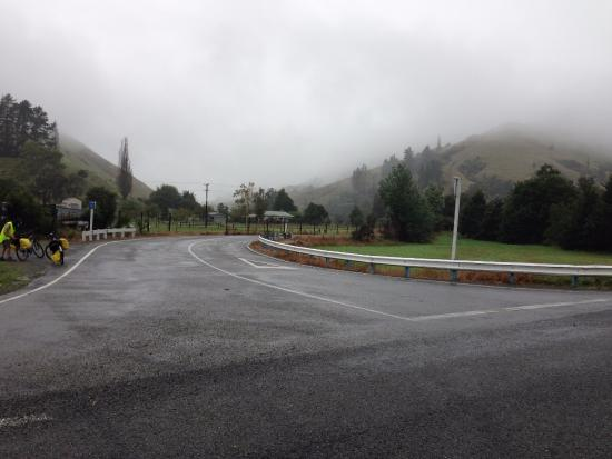 Richmond, New Zealand: The turn off to Dovedale Hill on a grey day.