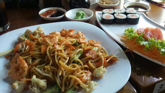 Tmaki-Sushi Bar