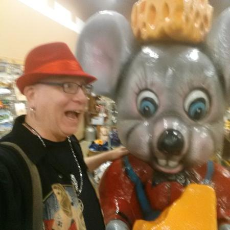 Kenosha, Висконсин: Of course there is a giant mouse with a cheese hat!