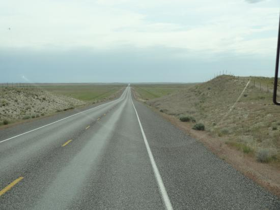 Richland, WA: Desolate road from visitor center to reactor site