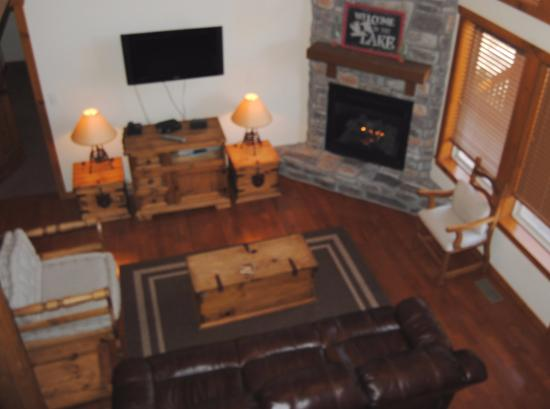Great Branson Cabins: New reclining couch in Cedar Mountain!