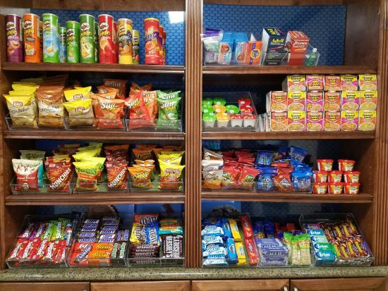 Fort Stockton, TX: Fully stocked snack bar:  Ravioli, Raman noodles, etc
