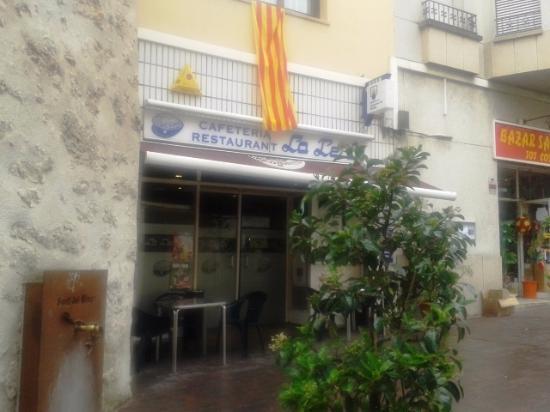 Parpadeo Centímetro Diverso  Foto de Restaurant La Perla, Sant Sadurní d'Anoia: Entrada restaurante -  Tripadvisor