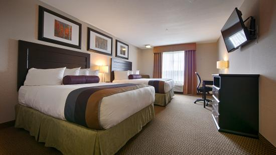 Best Western Plus The Inn at St. Albert: You're sure to have a comfortable stay in our Traditional two queen room