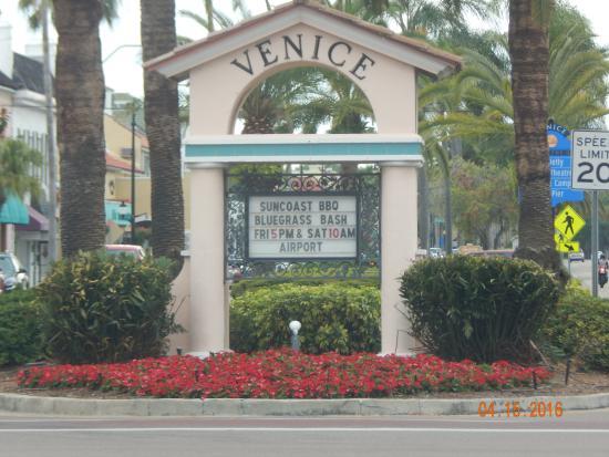 Venice Centre Mall