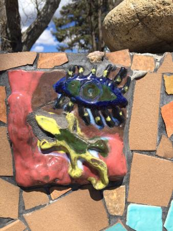 Penasco, Nuevo Mexico: A handmade tile in a handmade wall