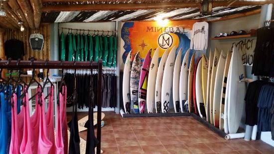 Ayampe, Ecuador: Mineral Surf Shop at La Buena Vida. Here you can buy surfboards, accessories, wax, tshirts and h