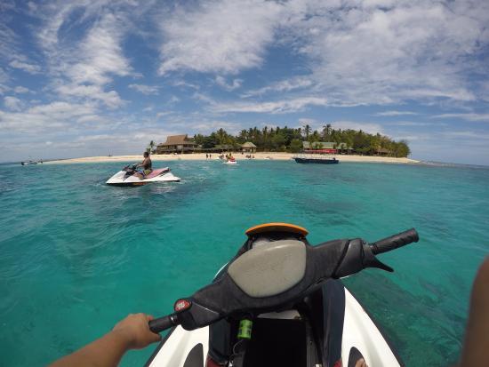 Denarau Island, Fidżi: View of Beachcomber Island from the Jetski