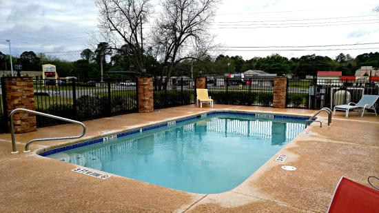 Cochran, GA: Pool Area