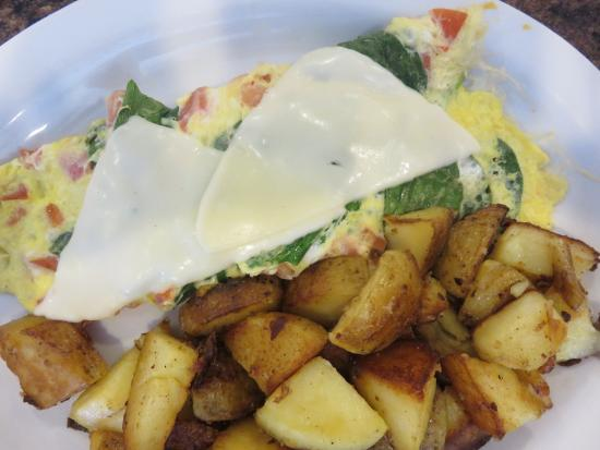 Barrie, Kanada: Spinach, tomato, mozzarella omelet with home fries