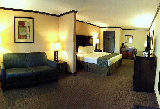 Cochran, GA: King Suite View 1