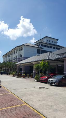 Kampong Jerudong, Brunéi: Front View