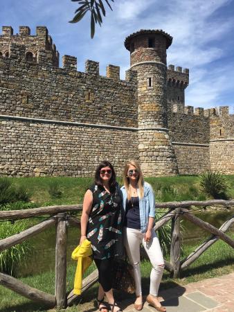 Danville, CA: Tour guests from London enjoy Castella di Amorosa