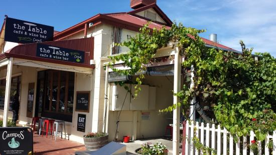 Lyndoch, أستراليا: The Table Cafe Lyndoch - showing verandah eating area