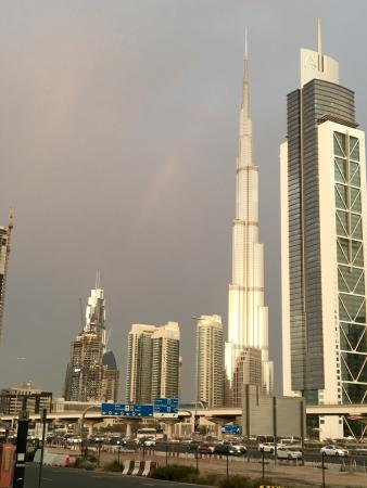 Villa Rotana - Dubai: Vista arcobaleno da Villa Rotana e interno hotel