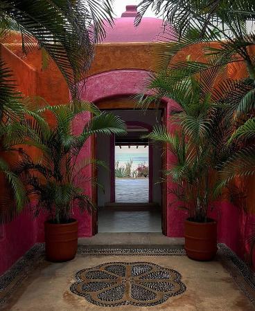 Quemaro, Meksyk: Puerta de una de las habitaciones con vista al mar.