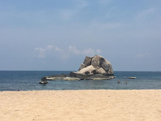 Montalay Beach Resort: Wonderful beach in tanot bay. Fantastic place for snorkeling and relax. The fish are almost emba