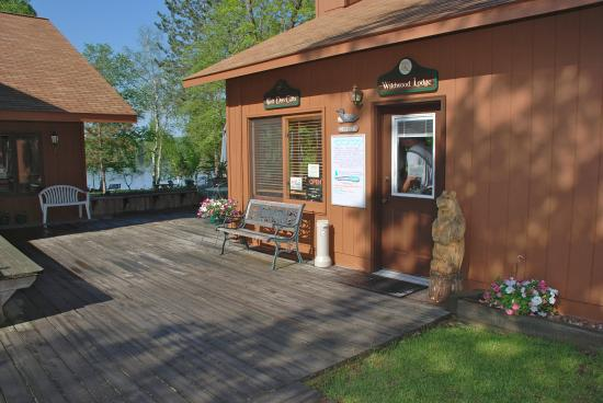Ely, MN: Gift shop/ food, ice cream, souvineers, TV to watch that Twins game, Beer, pop...