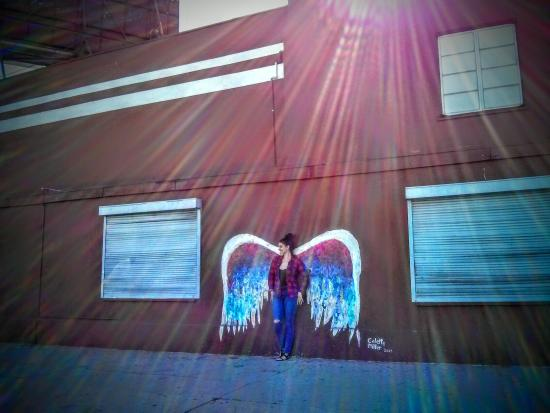 Glabal angel wings mural picture of la la tours los for Angel wall mural