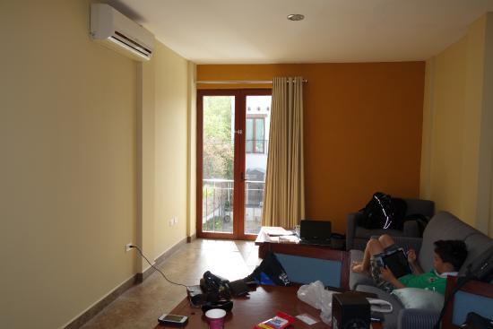 Seven Crown Centro: Living Room (TV is in Bedroom)