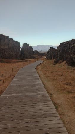 Thingvellir National Park: on the path to Öxarárfoss waterfall