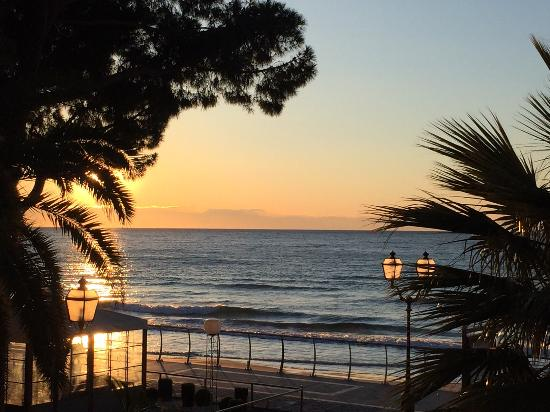Hotel Beau Rivage: vista dalla camera all'alba
