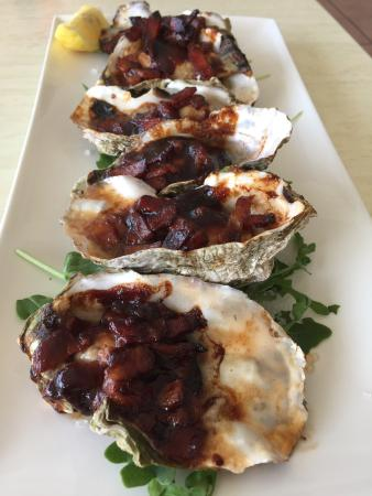 Noosa Yacht and Rowing Club: Jumbo oyster kilpatrick