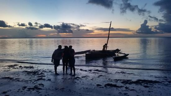 Michamvi Sunset Bay Resort: We had a sundowner trip to the mangroves on a local fishing boat.