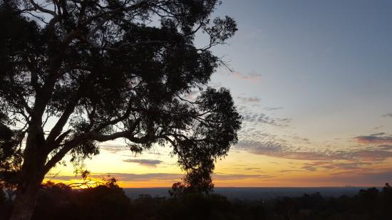 Armadale, Avustralya: More colour in the sky