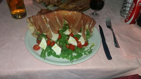 Mamma Orsa: Pizza molto buona! Locale semplice ma accogliente,prezzi molto buoni! CONSIGLIATO!