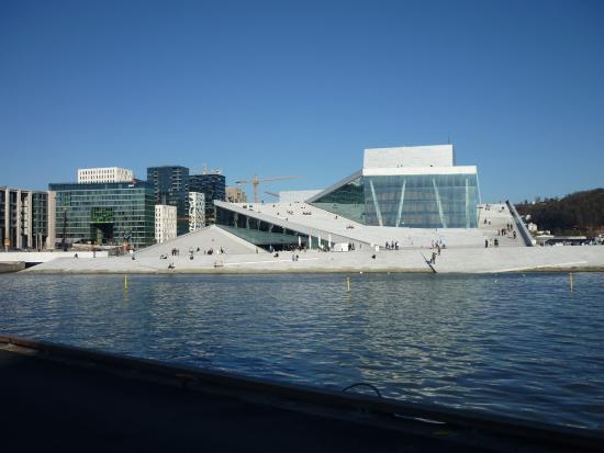 https://media-cdn.tripadvisor.com/media/photo-s/0b/15/54/39/operahuset-i-oslo-1.jpg
